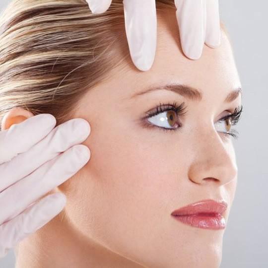 Como é feita a cirurgia de lifting facial?